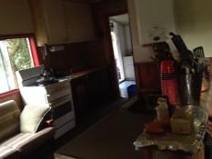 Die Küche und da hinten das Bad