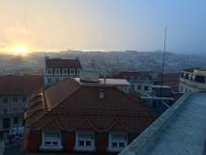 Über den Dächern - Nieselregen und Sonnenuntergang