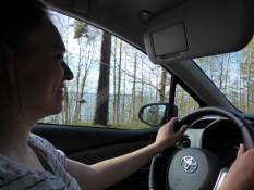 Glücklich, ein Auto durch die wunderschöne Landschaft zu fahren - Happy to drive a car through this awesome landscape
