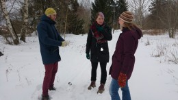 Snow in Linköping and Jonathan, Marie and Martina building a miniature snowman