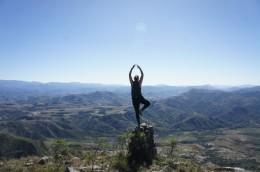 Auf einem mas o menos befestigten Steinhaufen auf der Spitze des Capiras... Tadaaa