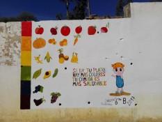 Regenbogenfarbene Schulhofpädagogik... Abgesehen von der etwas unpassenden Hautfarbe des Kindes hätte man es wirklich schlechter treffen können, finde ich