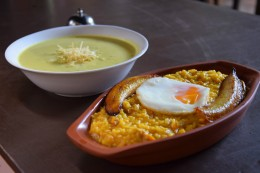 Sopa de Maní y Majao de Pato batido