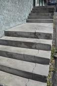 Risse in einer Treppe