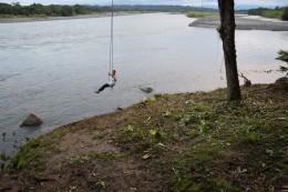 Schaukeln über dem Fluss