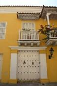 Puerta en el estilo colonial