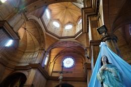 eine der brühmten Holzkirchen in Castro
