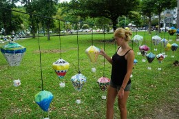 überall hängen nachgebastelte Luftballons :)