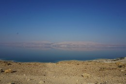 die Berge befinden sich schon in Jordanien :)