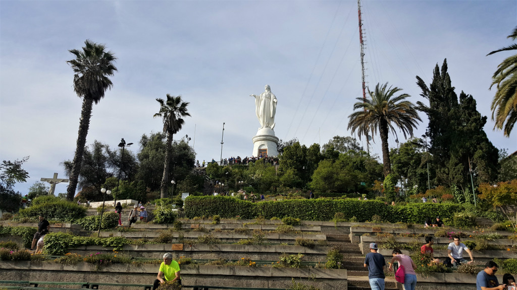 die Statue der Jungfrau Maria