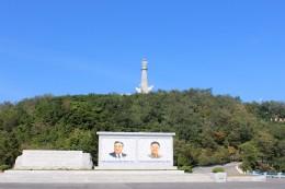 Monument zu Ehren der Fertigstellung des Dammes auf der in die Staumauer integrierten Insel Pi