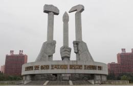 Denkmal zu Ehren der Parteigründung