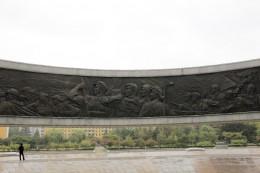 Auf der Innenseite des Monumentes wird die Geschichte der Parteigründung dargestellt.
