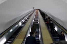 das Ende der Rolltreppen ist nicht zu sehen