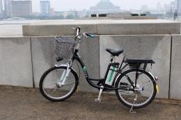 in Pjöngjang fahren erstaunlich viele moderne E-Bikes aus eigener Produktion