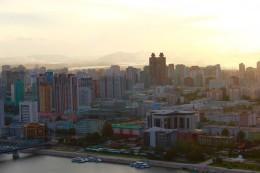 unser Koryo-Hotel in der Abendsonne