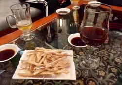 Koreanischer Rotwein schmeckt wie selbstgemacht und dazu gibts Trockenfisch?