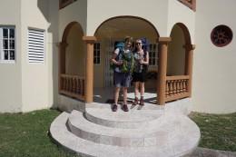 Bevor wir unsere private Unterkunft in MoBay (Montego Bay) vollgepackt verlassen, schießt Samanta noch ein Bild von uns