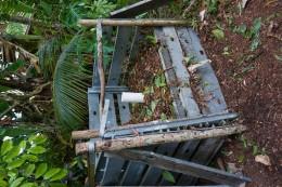 Am Nachmittag arbeiteten wir an einem anderen Kompostprojekt: Hier sorgen Luftzufuhr und das Aufschichten in verschiedenen Lagen für das schnelle und effektive Kompostieren (Lise: And if you´re around and have to pee - go ahead. Nitrogen is important.)