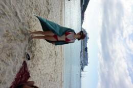Ein Strandbesuch in Ocho Rios. Man sieht die AIDA im Hintergrund und die ganzen weißen Turisten liegen am Strand, um sich zu sonnen.