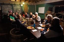 Beim Abendessen mit neuen Gästen aus Québec.