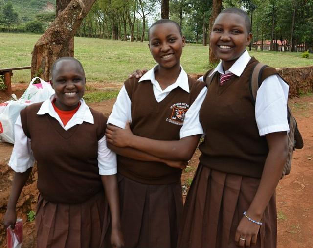 die Schüler freuen sich über ihre neue Schule