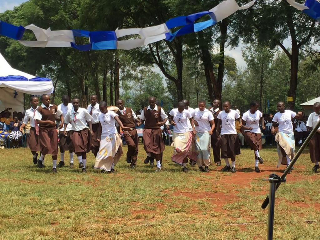 die Schülerinnen beim Tanzen :)