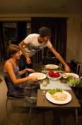 Florian serviert das Dinner