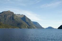 Hinten erglimmt die Tasmansee