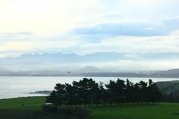 Geheimnisvoll wabernde Wolken umhüllen die Berge