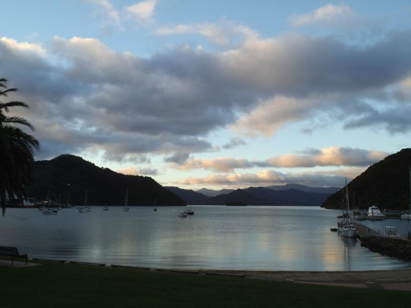 Sonnenuntergang im Hafen von Picton