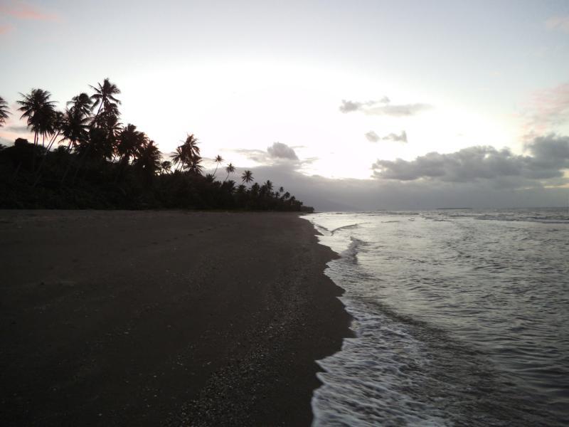 Sonnenuntergang an der Ostküste von Grande Terre (Hienghène)