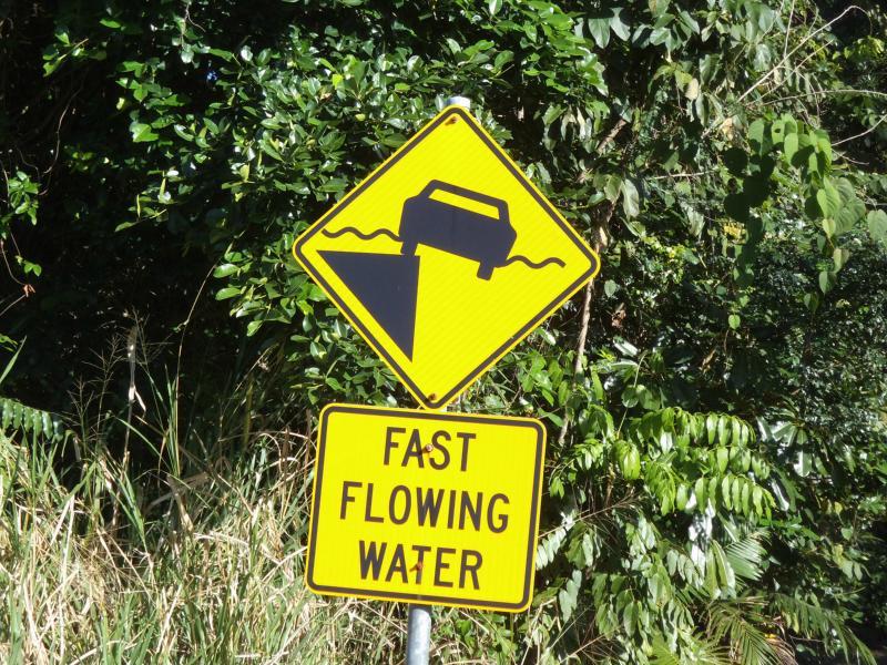 Witzige Schilder im Daintree Nationalpark