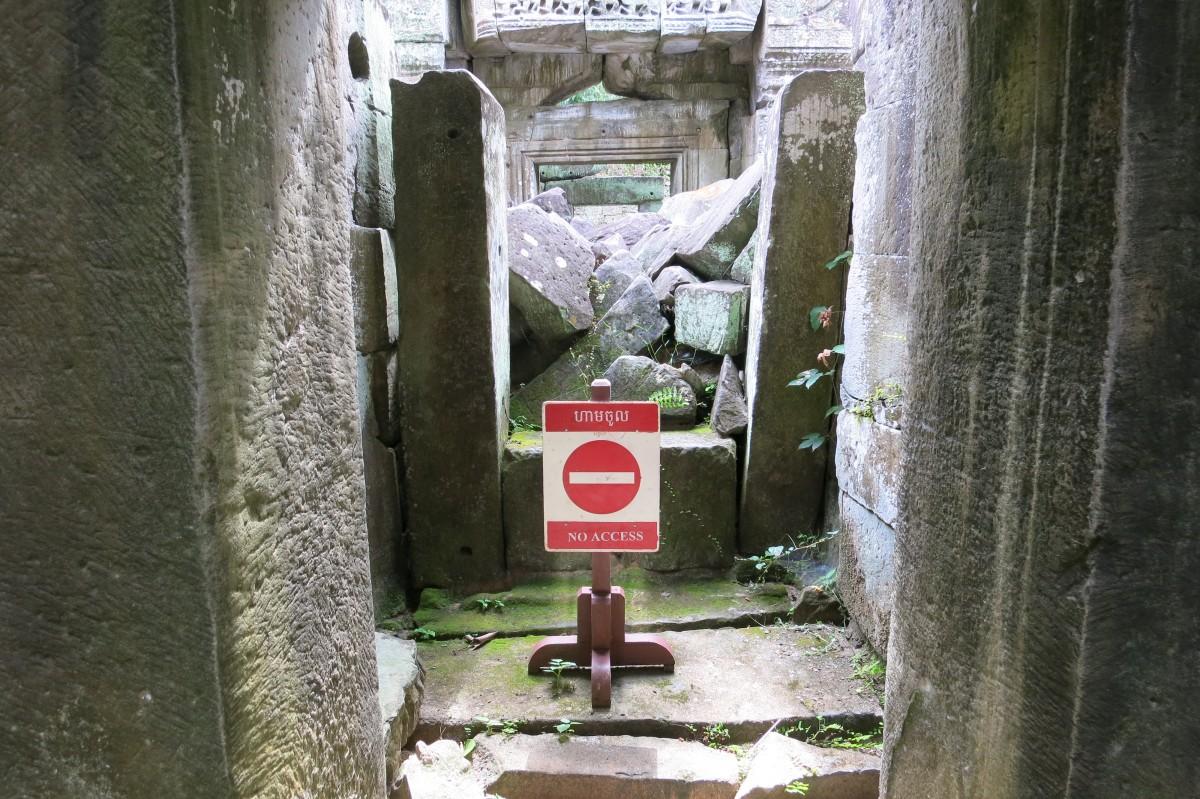 Es gibt gelegentlich sinnlose Schilder... (gesehen unter anderem in Preah Khan)