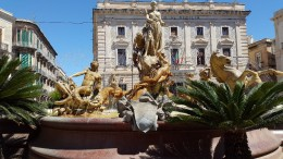 Diana Brunnen - Piazza Archimede