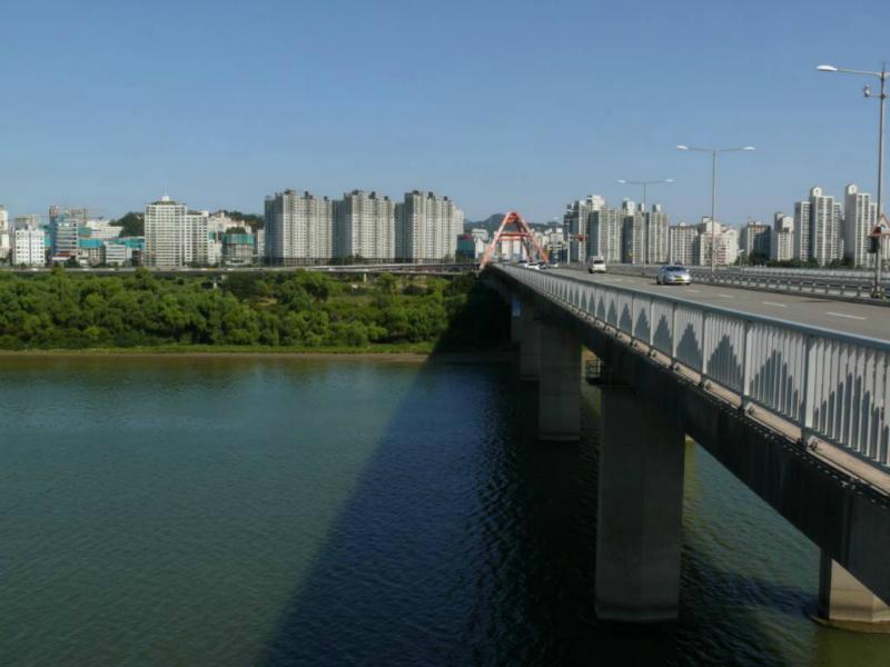 Eine der Hanfluss-Brücken nach Yeouido