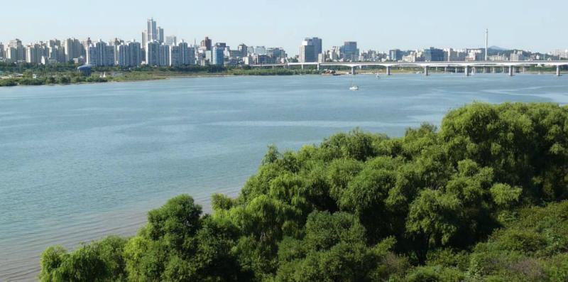 Blick auf das südliche Hanufer im Hintergrund