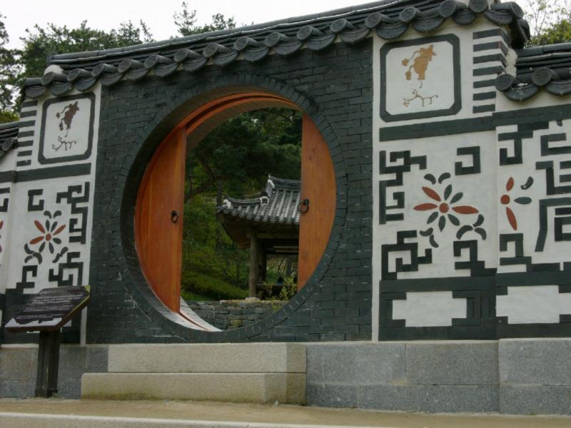 Eingangstor zum tradit. Koreanischen Garten