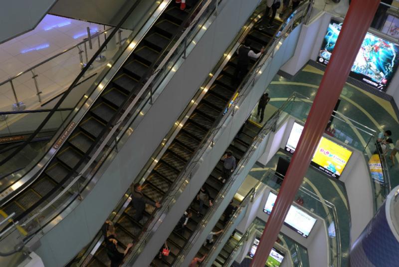 10stöckige Kaufhäuser nur mit Haushaltselektronik!