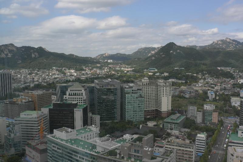Eine wunderbare Aussicht auf die Berge um Seoul