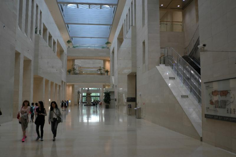 Hauptachse des Museums, über 100m lang