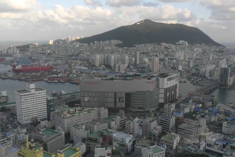 Blick auf Busan, vorne Lotte WaterMall