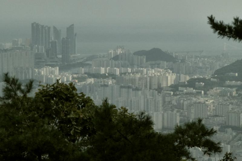 In der Ferne: Centum City Busan