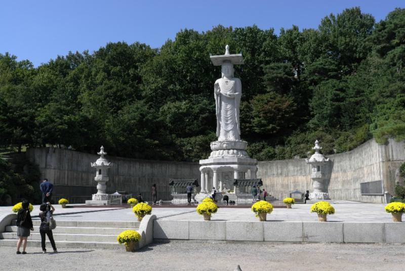 die große Buddhastatue ist das Zentrum