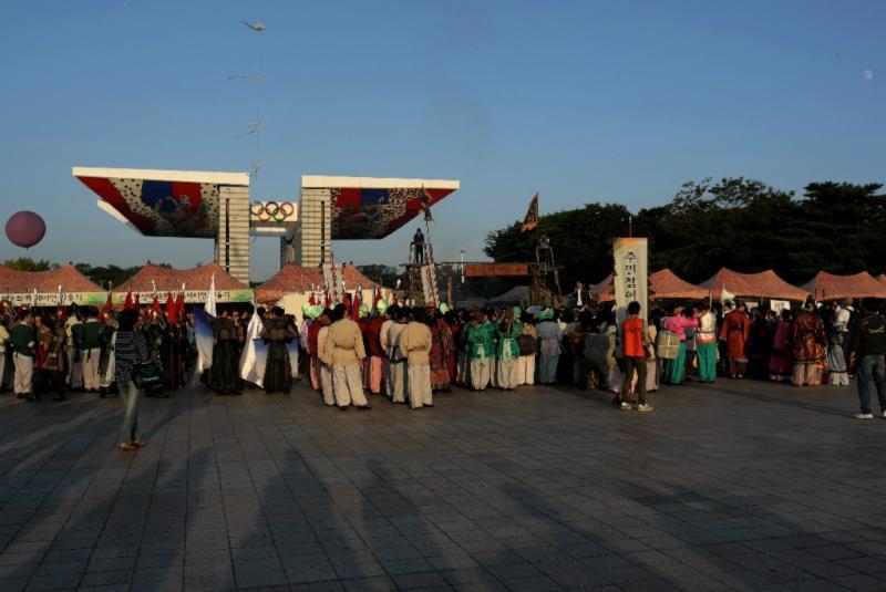Olympic Park: ein Festival lockt Leute an