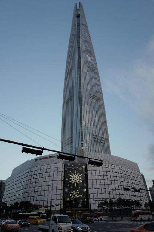 Unten die World Mall, oben der Turm