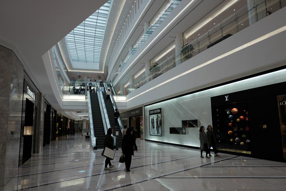 Im Erdgeschoss viel Luxusware