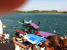 Longboats entern die Fähre