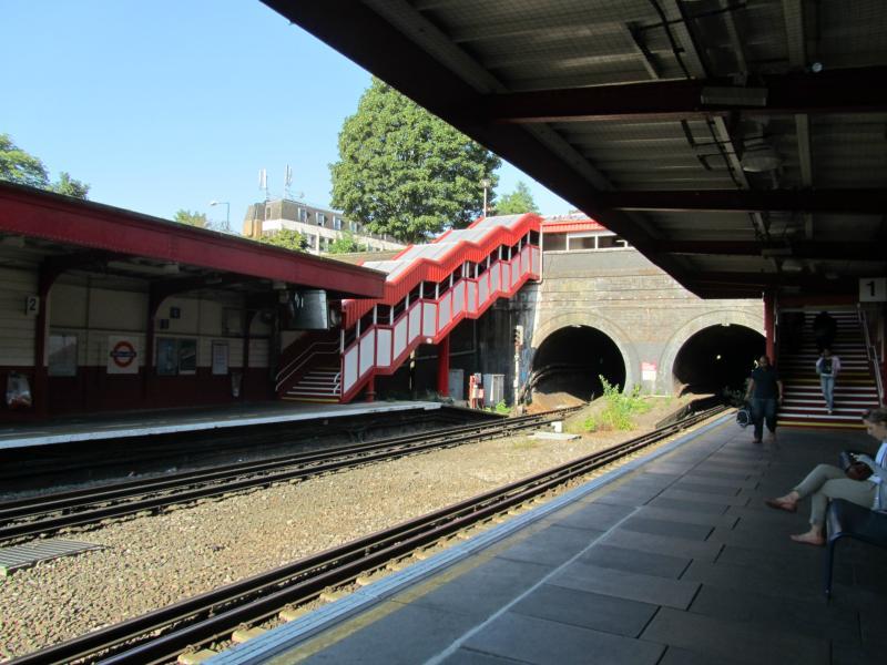 Kensal Green Tube Station