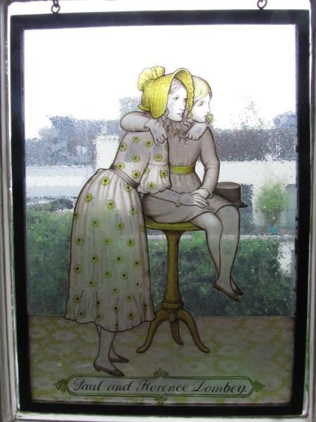 Fensterbild von einem Werk Dickens.